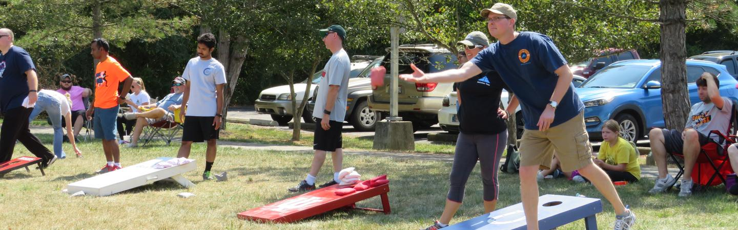 Cornhole leagues for adults in Bloomington